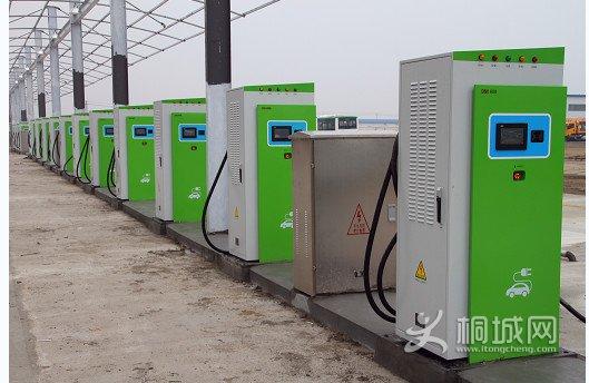 电 助力新能源汽车充电桩建设高清图片