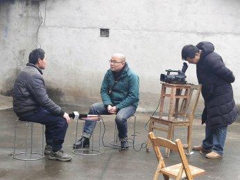 """安徽电视台记者采访""""安庆好人""""姜晓斌"""
