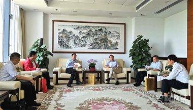 虞爱华会见胡连松刘中汉 肯定桐城主导的两件文化大事